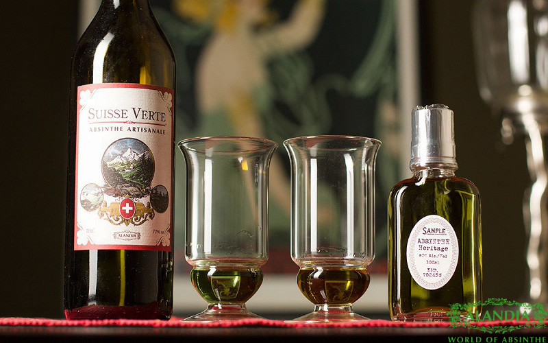 Why does Absinthe loose its green color?